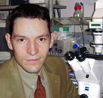 McGowan Institute faculty member Dr. Steven Little
